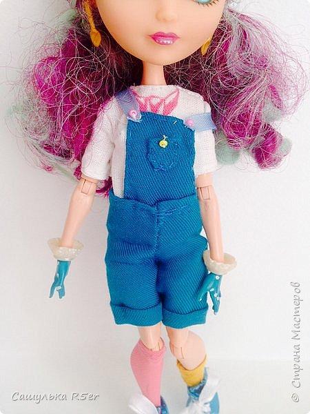 """Всем доброго времени суток! Надеюсь, ваше лето проходит отлично! Я вернулась после долгого отсутствия. Я почти не подавала признаков жизни на этом сайте. Но мне надоело ничего не делать, поэтому я взялась за своих кукол. Я надеюсь, что вы не думали, что я забросила своих кукол, мол: """"Выросла"""". Не, как бы не так! Я всё ещё люблю своих кукол, даже покупаю новых. Зимой ко мне приехал мальчик из ЭАХ - Алистер, в скором времени ждите с ним блог.  Если вам интересно, где я пропадала, то оставайтесь со мной. Да даже, если не интересно, всё равно оставайтесь. Фотографии нарядика для Медди посмотрите) фото 8"""