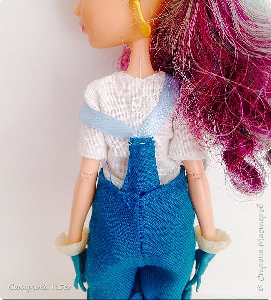 """Всем доброго времени суток! Надеюсь, ваше лето проходит отлично! Я вернулась после долгого отсутствия. Я почти не подавала признаков жизни на этом сайте. Но мне надоело ничего не делать, поэтому я взялась за своих кукол. Я надеюсь, что вы не думали, что я забросила своих кукол, мол: """"Выросла"""". Не, как бы не так! Я всё ещё люблю своих кукол, даже покупаю новых. Зимой ко мне приехал мальчик из ЭАХ - Алистер, в скором времени ждите с ним блог.  Если вам интересно, где я пропадала, то оставайтесь со мной. Да даже, если не интересно, всё равно оставайтесь. Фотографии нарядика для Медди посмотрите) фото 11"""