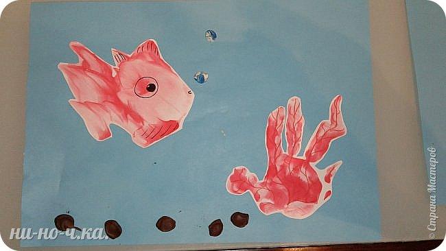 Вот такая сказочно прекрассная рыбка среди сказочных водорослей , или коралла) Камушки и пузырики из пластилина. фото 1