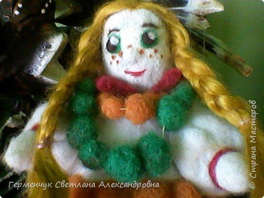 """Кукла Аленушка -работа моей племянницы  Алены Мазок  ученицы 7 класса   .Занимается  она в художественной школе  г, Минска  в 3 """" А"""" классе.   Работы Алены   занимают призовые места в различных выставках и конкурсах , так как   отличаются    хорошим художественным вкусом ,оригинальностью !!!!  Огромное спасибо за прелестную куколку !!! Удачи ,Аленка,   во всем!!!  фото 3"""