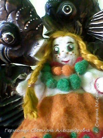 """Кукла Аленушка -работа моей племянницы  Алены Мазок  ученицы 7 класса   .Занимается  она в художественной школе  г, Минска  в 3 """" А"""" классе.   Работы Алены   занимают призовые места в различных выставках и конкурсах , так как   отличаются    хорошим художественным вкусом ,оригинальностью !!!!  Огромное спасибо за прелестную куколку !!! Удачи ,Аленка,   во всем!!!  фото 8"""