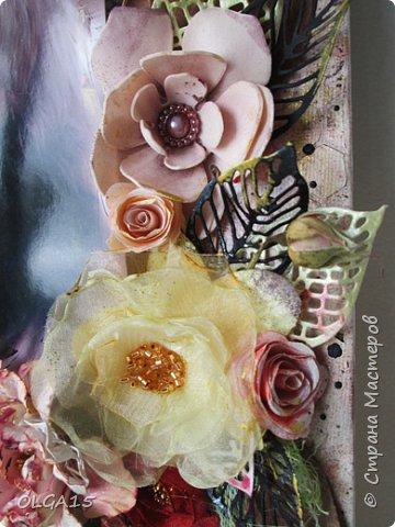 Добрый день! На день рождения подруги сделала холст в стиле микс медиа. Использовала краски, спреи, вырубку, цветы из бумаги, ткани, фоамирана. А так же засушенные листья и сухие бутоны розочек. фото 6