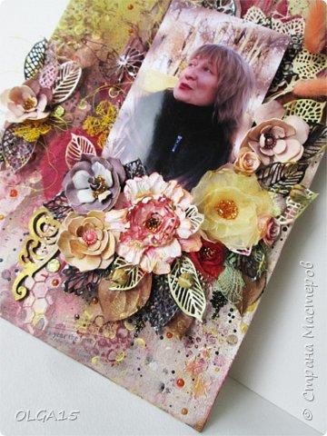 Добрый день! На день рождения подруги сделала холст в стиле микс медиа. Использовала краски, спреи, вырубку, цветы из бумаги, ткани, фоамирана. А так же засушенные листья и сухие бутоны розочек. фото 5