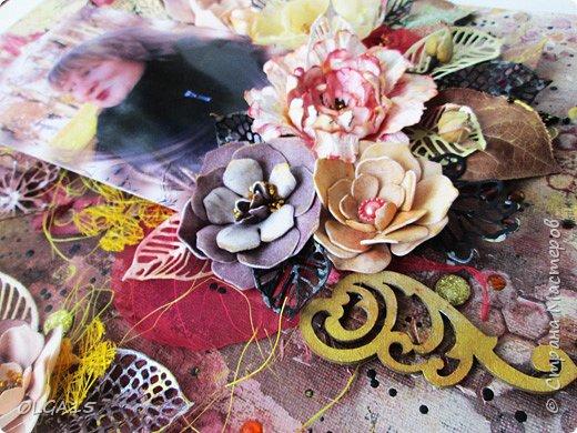 Добрый день! На день рождения подруги сделала холст в стиле микс медиа. Использовала краски, спреи, вырубку, цветы из бумаги, ткани, фоамирана. А так же засушенные листья и сухие бутоны розочек. фото 8