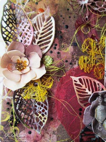 Добрый день! На день рождения подруги сделала холст в стиле микс медиа. Использовала краски, спреи, вырубку, цветы из бумаги, ткани, фоамирана. А так же засушенные листья и сухие бутоны розочек. фото 3