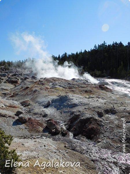 Продолжаю делится впечатлениями от поездки в Йе́ллоустон (Yellowstone National Park)— международный биосферный заповедник, объект Всемирного Наследия ЮНЕСКО, первый в мире национальный парк (основан 1 марта 1872 года). Находится в США, на территории штатов Вайоминг, Монтана и Айдахо. Парк знаменит многочисленными гейзерами и другими геотермическими объектами, богатой живой природой, живописными ландшафтами. ( взято из Википедии )  Мы останавливались в кемпингах в палатках. Парк произвел на нас огромное впечатление. Очень хочется поделится с вами красотой которую я увидела. В один фоторепортаж трудно вместить все увиденное поэтому это уже третий и будут еще...  фото 2
