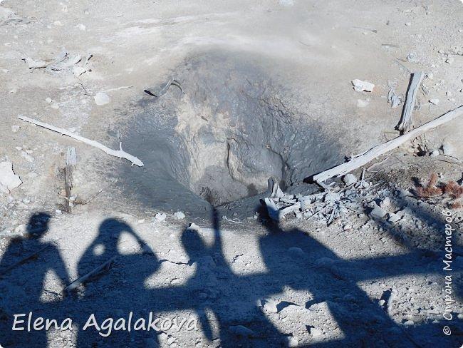 Продолжаю делится впечатлениями от поездки в Йе́ллоустон (Yellowstone National Park)— международный биосферный заповедник, объект Всемирного Наследия ЮНЕСКО, первый в мире национальный парк (основан 1 марта 1872 года). Находится в США, на территории штатов Вайоминг, Монтана и Айдахо. Парк знаменит многочисленными гейзерами и другими геотермическими объектами, богатой живой природой, живописными ландшафтами. ( взято из Википедии )  Мы останавливались в кемпингах в палатках. Парк произвел на нас огромное впечатление. Очень хочется поделится с вами красотой которую я увидела. В один фоторепортаж трудно вместить все увиденное поэтому это уже третий и будут еще...  фото 10