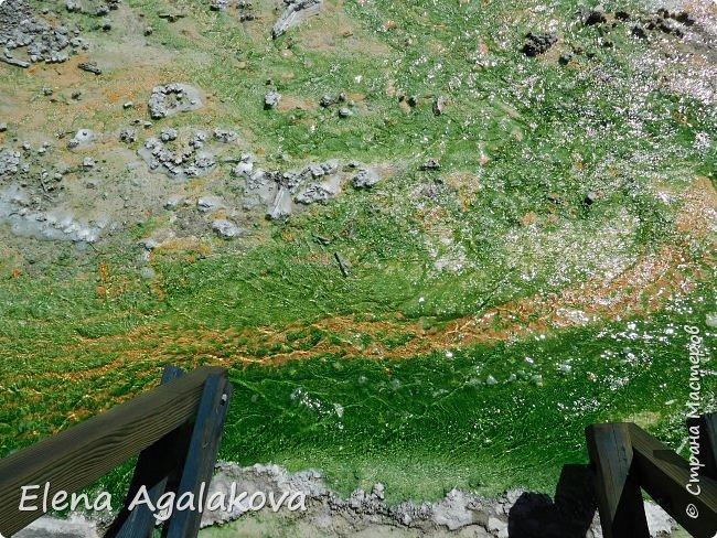 Продолжаю делится впечатлениями от поездки в Йе́ллоустон (Yellowstone National Park)— международный биосферный заповедник, объект Всемирного Наследия ЮНЕСКО, первый в мире национальный парк (основан 1 марта 1872 года). Находится в США, на территории штатов Вайоминг, Монтана и Айдахо. Парк знаменит многочисленными гейзерами и другими геотермическими объектами, богатой живой природой, живописными ландшафтами. ( взято из Википедии )  Мы останавливались в кемпингах в палатках. Парк произвел на нас огромное впечатление. Очень хочется поделится с вами красотой которую я увидела. В один фоторепортаж трудно вместить все увиденное поэтому это уже третий и будут еще...  фото 25