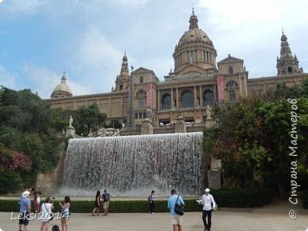 Дорогие друзья! Приглашаю Вас на экскурсию по Барселоне, прекрасному испанскому городу. Несомненно, визитной карточкой города являются работы архитектора Антонио Гауди. Одна из работ - Собор Саграда Фамилия, или Храм Святого Семейства. Храм необычен, каждый его фасад не похож на другой. фото 13