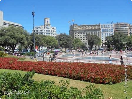 Дорогие друзья! Приглашаю Вас на экскурсию по Барселоне, прекрасному испанскому городу. Несомненно, визитной карточкой города являются работы архитектора Антонио Гауди. Одна из работ - Собор Саграда Фамилия, или Храм Святого Семейства. Храм необычен, каждый его фасад не похож на другой. фото 14