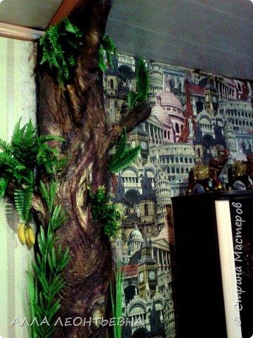 Всё началось-когда дочь с внучкой переехали в свою квартиру. У нас , в большом зале  \20 кв.м.\  --была установлена перегородка с аркой для зонирования пространства. Естественно----потом  мелкие комнаты стали   просто раздражать...и я снесла перегородку!....в стыке -где она была---решила сделать дерево..т.е применить своё творчество с цементом ! фото 1