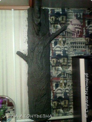 Всё началось-когда дочь с внучкой переехали в свою квартиру. У нас , в большом зале  \20 кв.м.\  --была установлена перегородка с аркой для зонирования пространства. Естественно----потом  мелкие комнаты стали   просто раздражать...и я снесла перегородку!....в стыке -где она была---решила сделать дерево..т.е применить своё творчество с цементом ! фото 7