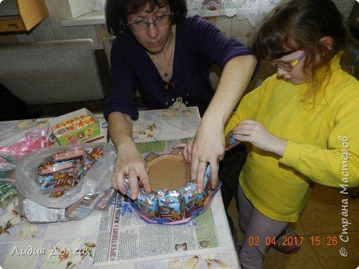 В день рождения принято угощать своих друзей в садике. Обычно каждому даётся кулёчек конфет. В этом году решили немного разнообразить процесс ( добавить праздника ). фото 4