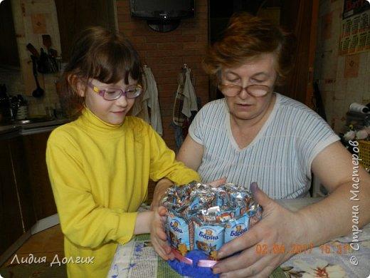 В день рождения принято угощать своих друзей в садике. Обычно каждому даётся кулёчек конфет. В этом году решили немного разнообразить процесс ( добавить праздника ). фото 5