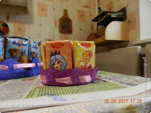 В день рождения принято угощать своих друзей в садике. Обычно каждому даётся кулёчек конфет. В этом году решили немного разнообразить процесс ( добавить праздника ). фото 7