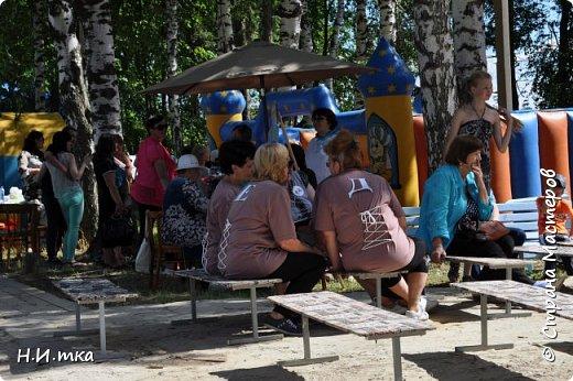 """15 июля прошли праздничные мероприятия, посвящённые 433- летию со дня образования села Леуши. В обширной программе, которой было все: праздничный концерт, фестиваль холи-красок, соревнования по пейнтболу и весёлые старты для пенсионеров. Итак, вас приветствует команда """"Кеды"""" из славного п. Лиственичный. Сегодня мы будем соревноваться в силе, ловкости, смекалке и быстроте с леушинской командой """"Позитив"""". фото 2"""