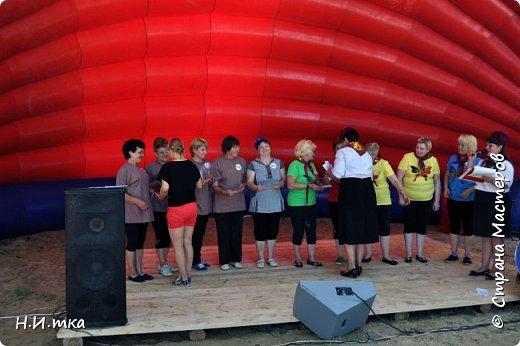 """15 июля прошли праздничные мероприятия, посвящённые 433- летию со дня образования села Леуши. В обширной программе, которой было все: праздничный концерт, фестиваль холи-красок, соревнования по пейнтболу и весёлые старты для пенсионеров. Итак, вас приветствует команда """"Кеды"""" из славного п. Лиственичный. Сегодня мы будем соревноваться в силе, ловкости, смекалке и быстроте с леушинской командой """"Позитив"""". фото 17"""