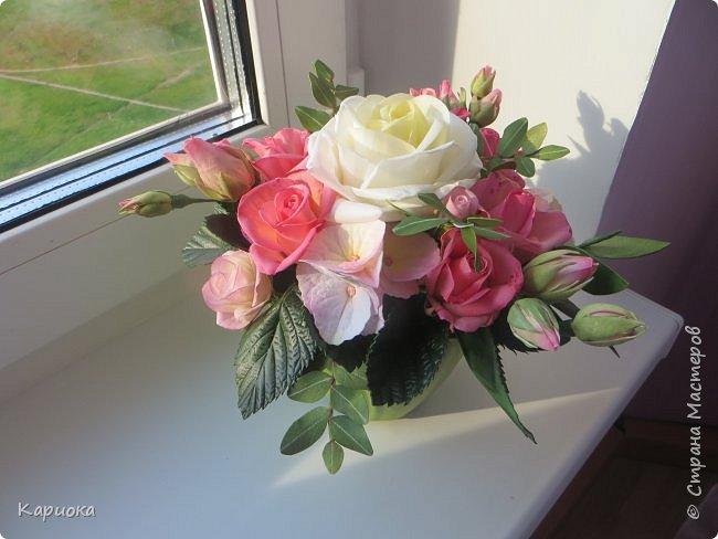 """Здравствуйте! Сегодня на Ваш суд представляю свою цветочную композицию из фоамирана.  В неё вошли: роза  """"Прауд"""" и зелень фисташки (по МК  А.Троицкой), гортензия, кустовые розочки (по собственным выкройкам) и зелень. фото 3"""