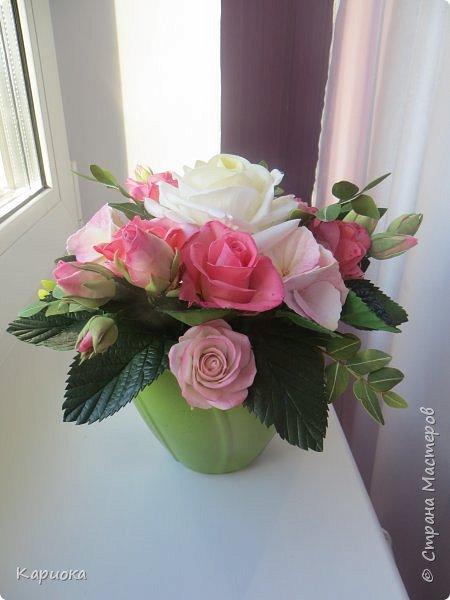 """Здравствуйте! Сегодня на Ваш суд представляю свою цветочную композицию из фоамирана.  В неё вошли: роза  """"Прауд"""" и зелень фисташки (по МК  А.Троицкой), гортензия, кустовые розочки (по собственным выкройкам) и зелень. фото 4"""