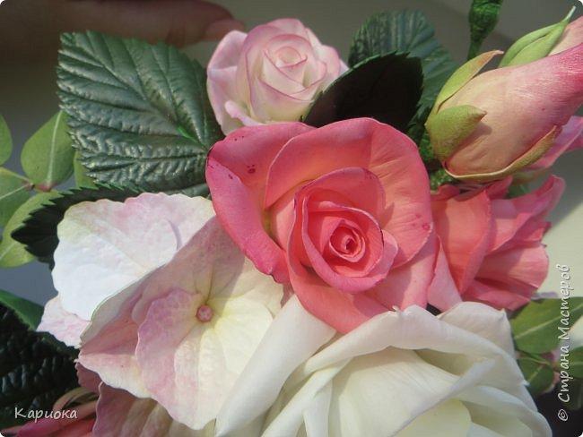 """Здравствуйте! Сегодня на Ваш суд представляю свою цветочную композицию из фоамирана.  В неё вошли: роза  """"Прауд"""" и зелень фисташки (по МК  А.Троицкой), гортензия, кустовые розочки (по собственным выкройкам) и зелень. фото 11"""