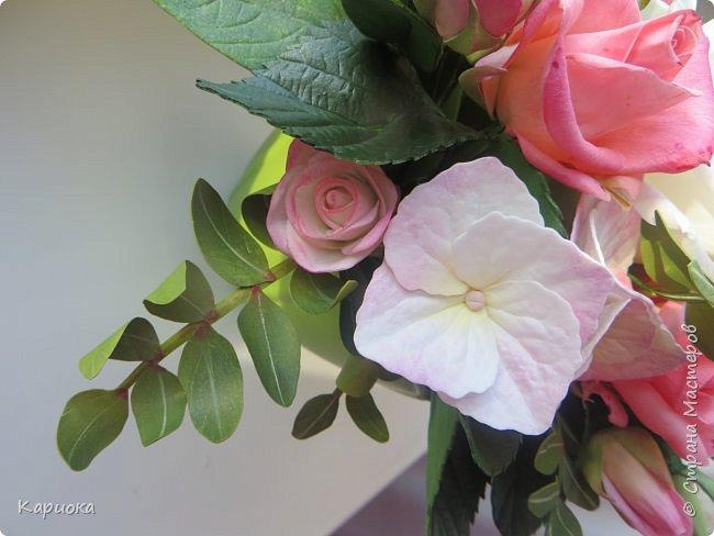 """Здравствуйте! Сегодня на Ваш суд представляю свою цветочную композицию из фоамирана.  В неё вошли: роза  """"Прауд"""" и зелень фисташки (по МК  А.Троицкой), гортензия, кустовые розочки (по собственным выкройкам) и зелень. фото 10"""