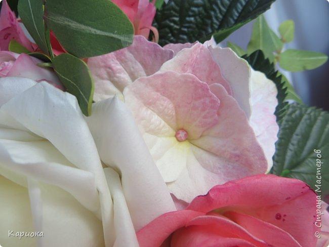 """Здравствуйте! Сегодня на Ваш суд представляю свою цветочную композицию из фоамирана.  В неё вошли: роза  """"Прауд"""" и зелень фисташки (по МК  А.Троицкой), гортензия, кустовые розочки (по собственным выкройкам) и зелень. фото 9"""