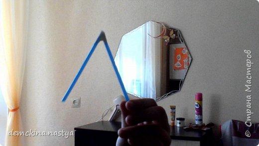 Для этого мольберта нам понадобятся 4 трубочки и малярный (бумажный) скотч. фото 4