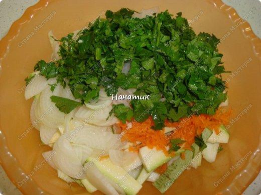 Добрый день! Делюсь рецептом кабачков в духовке. Кабачки получаются сочные.  -кабачок 4шт -морковь 2шт -чеснок 3 зубчика -лук 3шт -масло растит. несколько ст.л. -соль по вкусу -зелень петрушки 50г -помидоры 7шт  фото 8