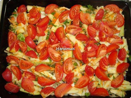 Добрый день! Делюсь рецептом кабачков в духовке. Кабачки получаются сочные.  -кабачок 4шт -морковь 2шт -чеснок 3 зубчика -лук 3шт -масло растит. несколько ст.л. -соль по вкусу -зелень петрушки 50г -помидоры 7шт  фото 11