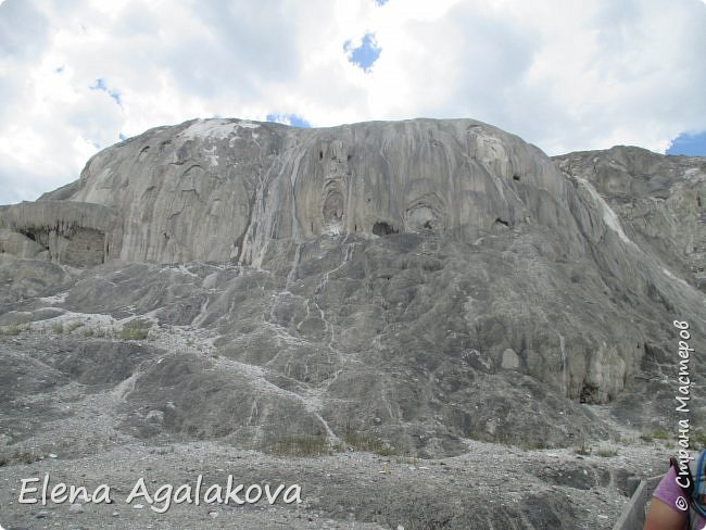 Продолжаю делится впечатлениями от поездки в Йе́ллоустон (Yellowstone National Park)— международный биосферный заповедник, объект Всемирного Наследия ЮНЕСКО, первый в мире национальный парк (основан 1 марта 1872 года). Находится в США, на территории штатов Вайоминг, Монтана и Айдахо. Парк знаменит многочисленными гейзерами и другими геотермическими объектами, богатой живой природой, живописными ландшафтами. ( взято из Википедии ) Мы останавливались в кемпингах в палатках. Парк произвел на нас огромное впечатление. Очень хочется поделится с вами красотой которую я увидела. В один фоторепортаж трудно вместить все увиденное поэтому это уже четвертый и будут еще...  фото 27
