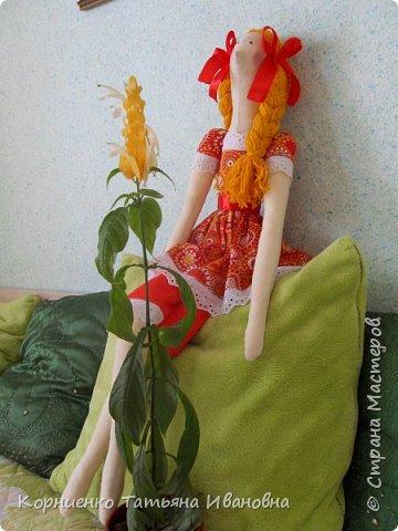 Долго я примерялась к этим куколкам. И вот наконец-то решилась на такой подвиг. Вот только куколка получилась большая. 80 сантиметров в высоту. Настоящие тильды наверное вполовину меньше.:):):) фото 8