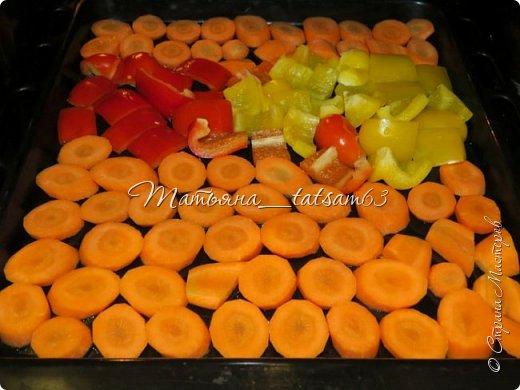 Оригинальная морковка в чесночно-соевой заливке  Уважаемые жители (и жительницы!) Страны Мастеров! Очень рада, что моя картошечка http://stranamasterov.ru/node/1106129 пришлась вам по душе, и хочу предложить еще один простой, но оригинальный рецепт с таким простым и вроде незамысловатым овощем, как морковка. Солено-острая (в меру) заливка плюс сладкая морковка  – получается очень вкусно и необычно! фото 2