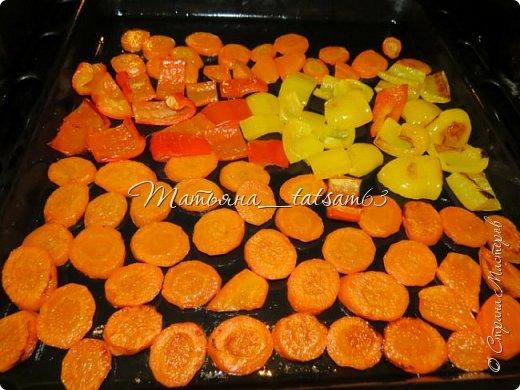 Оригинальная морковка в чесночно-соевой заливке  Уважаемые жители (и жительницы!) Страны Мастеров! Очень рада, что моя картошечка http://stranamasterov.ru/node/1106129 пришлась вам по душе, и хочу предложить еще один простой, но оригинальный рецепт с таким простым и вроде незамысловатым овощем, как морковка. Солено-острая (в меру) заливка плюс сладкая морковка  – получается очень вкусно и необычно! фото 4