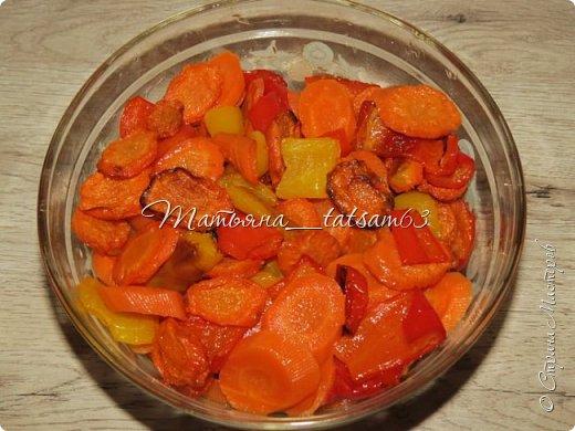 Оригинальная морковка в чесночно-соевой заливке  Уважаемые жители (и жительницы!) Страны Мастеров! Очень рада, что моя картошечка http://stranamasterov.ru/node/1106129 пришлась вам по душе, и хочу предложить еще один простой, но оригинальный рецепт с таким простым и вроде незамысловатым овощем, как морковка. Солено-острая (в меру) заливка плюс сладкая морковка  – получается очень вкусно и необычно! фото 6