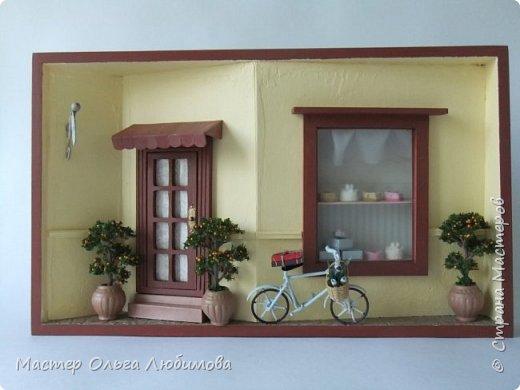 """Маленькую кондитерскую в небольшом городке столь милой душе и сердцу Франции знали все. Знали и любили. """"Patisserie""""- такое воздушное слово, как легкое безе. В Кондитерской всегда можно купить самые вкусные пирожные и тортики. Но особой популярностью  Кондитерская пользовалась у влюбленных и студентов. И именно поэтому так часто можно было увидеть у входа в Кондитерскую припаркованный велосипед с книгами и небольшим букетиком цветов. А спустя какое-то время из Кондитерской выходили Он и Она, держа в руках милые коробочки с самыми вкусными сладостями. фото 1"""