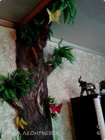 Всё началось-когда дочь с внучкой переехали в свою квартиру. У нас , в большом зале  \20 кв.м.\  --была установлена перегородка с аркой для зонирования пространства. Естественно----потом  мелкие комнаты стали   просто раздражать...и я снесла перегородку!....в стыке -где она была---решила сделать дерево..т.е применить своё творчество с цементом ! фото 10