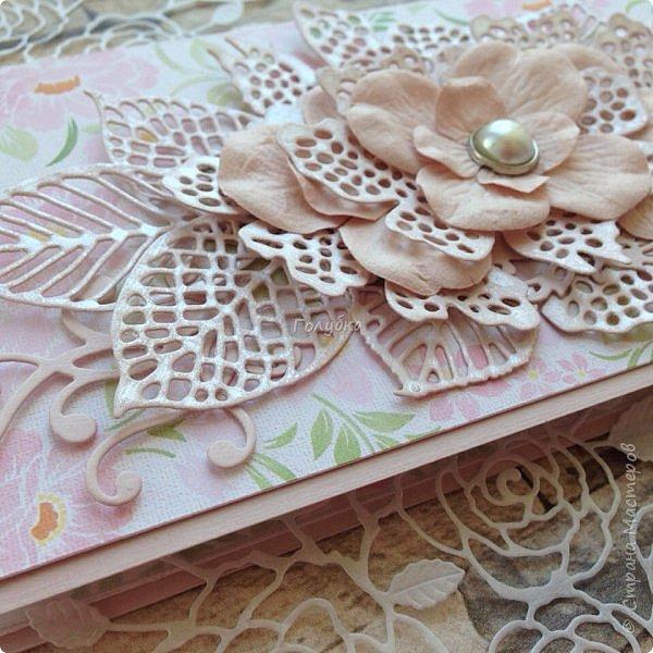 Серия пятая, заключительная:)  Последняя пара открыток из свадебных плановых:)  Синий и белый кардсток от Берега, фатин , вырубка и готовые цветы. фото 7
