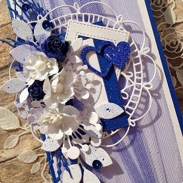 Серия пятая, заключительная:)  Последняя пара открыток из свадебных плановых:)  Синий и белый кардсток от Берега, фатин , вырубка и готовые цветы. фото 2