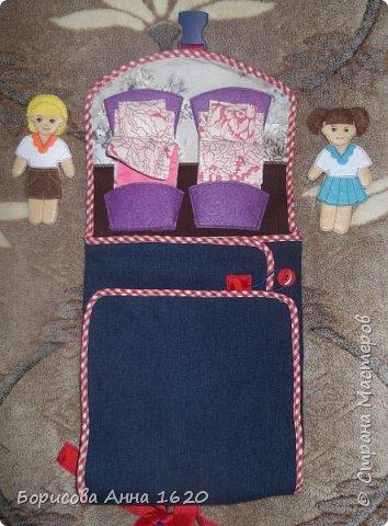 Доброго времени суток, жители Страны Мастеров. Сегодня хочу представить Рюкзак-домик для куколок. Делала его на день рождение дочи. Как не трудно догадаться ее зовут Катя. Скоро отправимся в небольшое путешествие и я думаю такая игрушка пригодится не только нам... Так он выглядит с лица. фото 3