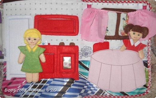 Доброго времени суток, жители Страны Мастеров. Сегодня хочу представить Рюкзак-домик для куколок. Делала его на день рождение дочи. Как не трудно догадаться ее зовут Катя. Скоро отправимся в небольшое путешествие и я думаю такая игрушка пригодится не только нам... Так он выглядит с лица. фото 9