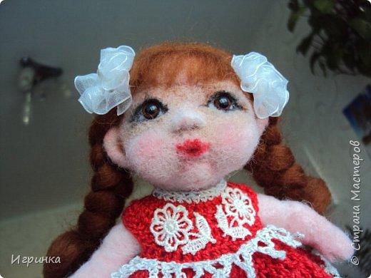 """Здравствуйте! Сегодня на улице пекло (нам не угодишь), поэтому до вечера решила скоротать день переделкой куклены, которая свалялась в начале моего """"валяльного"""" пути. фото 7"""