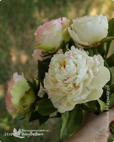 Букет из роз и пионов.Холодный фарфор. фото 9