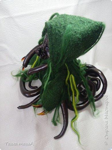 Ещё один персонаж, навеяный творчеством Г.Ф.Лавкрафта. Это Ктулху. Ктулху (англ. Cthulhu) — божество из пантеона Мифов Ктулху, владыка миров, спящий на дне Тихого океана, но тем не менее способный воздействовать на разум человека. Впервые упомянут в рассказе Говарда Лавкрафта «Зов Ктулху» (1928). фото 2