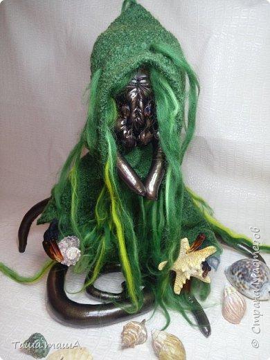 Ещё один персонаж, навеяный творчеством Г.Ф.Лавкрафта. Это Ктулху. Ктулху (англ. Cthulhu) — божество из пантеона Мифов Ктулху, владыка миров, спящий на дне Тихого океана, но тем не менее способный воздействовать на разум человека. Впервые упомянут в рассказе Говарда Лавкрафта «Зов Ктулху» (1928). фото 1