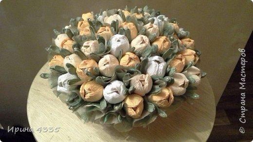 Добрый день. Хочу поделиться с Вами своими конфетными букетами. Одно время они были очень модными. У знакомой свой цветочный магазин, я ей делала эти композии десятками. фото 12