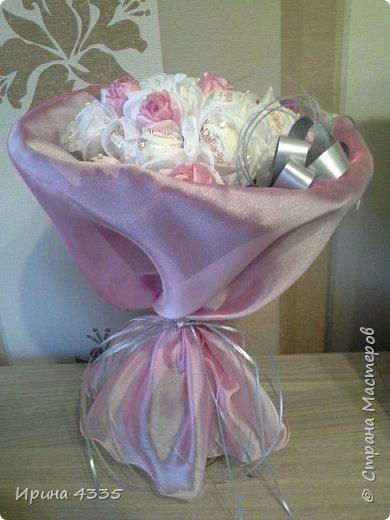 Добрый день. Хочу поделиться с Вами своими конфетными букетами. Одно время они были очень модными. У знакомой свой цветочный магазин, я ей делала эти композии десятками. фото 6