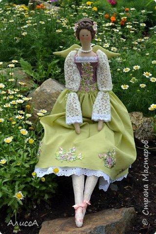 Текстильная кукла Анника, выполнена из льняных и хлопчатобумажных тканей. Отделка - ручная вышивка лентами и бисером. Рост 70 см. Одежда частично снимается. фото 1