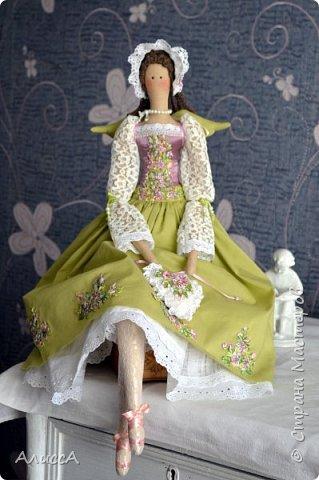 Текстильная кукла Анника, выполнена из льняных и хлопчатобумажных тканей. Отделка - ручная вышивка лентами и бисером. Рост 70 см. Одежда частично снимается. фото 2
