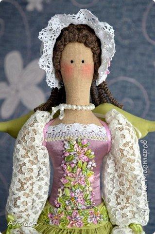 Текстильная кукла Анника, выполнена из льняных и хлопчатобумажных тканей. Отделка - ручная вышивка лентами и бисером. Рост 70 см. Одежда частично снимается. фото 3