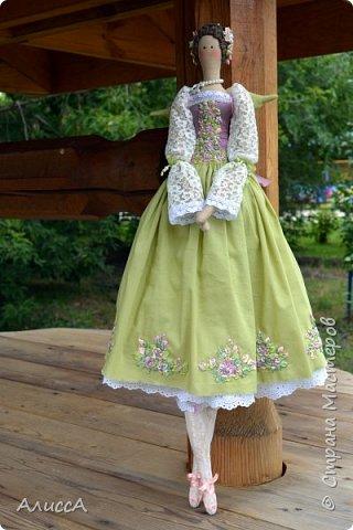 Текстильная кукла Анника, выполнена из льняных и хлопчатобумажных тканей. Отделка - ручная вышивка лентами и бисером. Рост 70 см. Одежда частично снимается. фото 5
